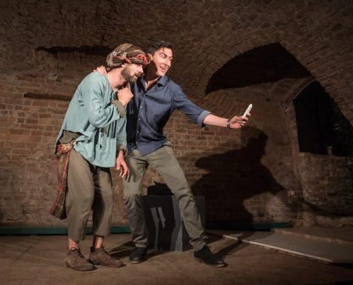 Riccardo De Leo, Gianluca Guastelle, Onda Larsen Teatro